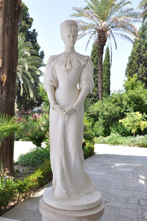 Sissi's statue