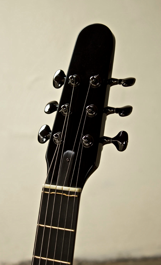 The Immaculate Headstock For Nk Forsters Oscar Electric Acoustic Note The Compensated Zero Fret Something Of A Rarity Guitarras Les Luthiers