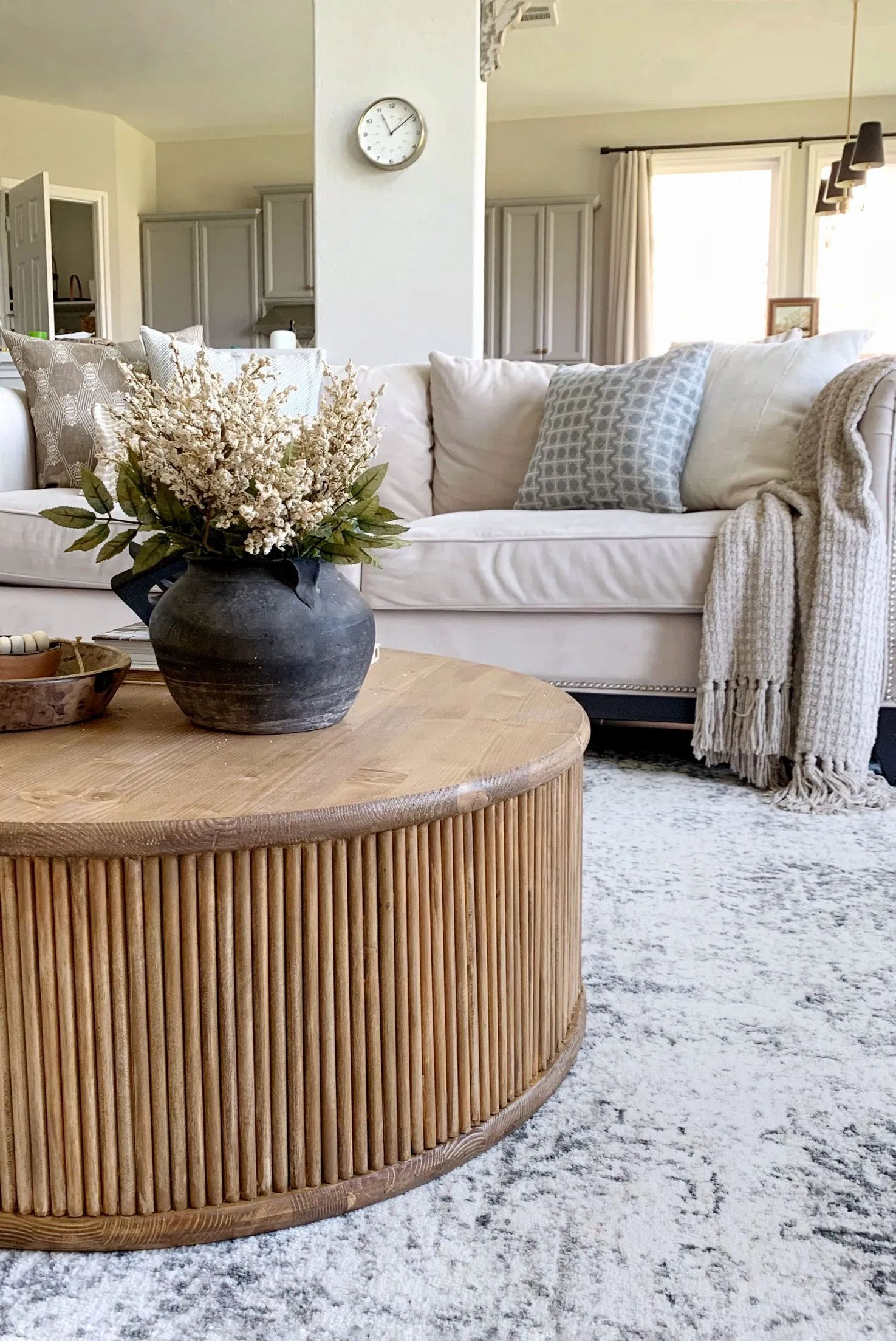 Diy Fluted Coffee Table Tutorial Round Coffee Table Diy Coffee Table Coffee Table Design [ 2207 x 1475 Pixel ]