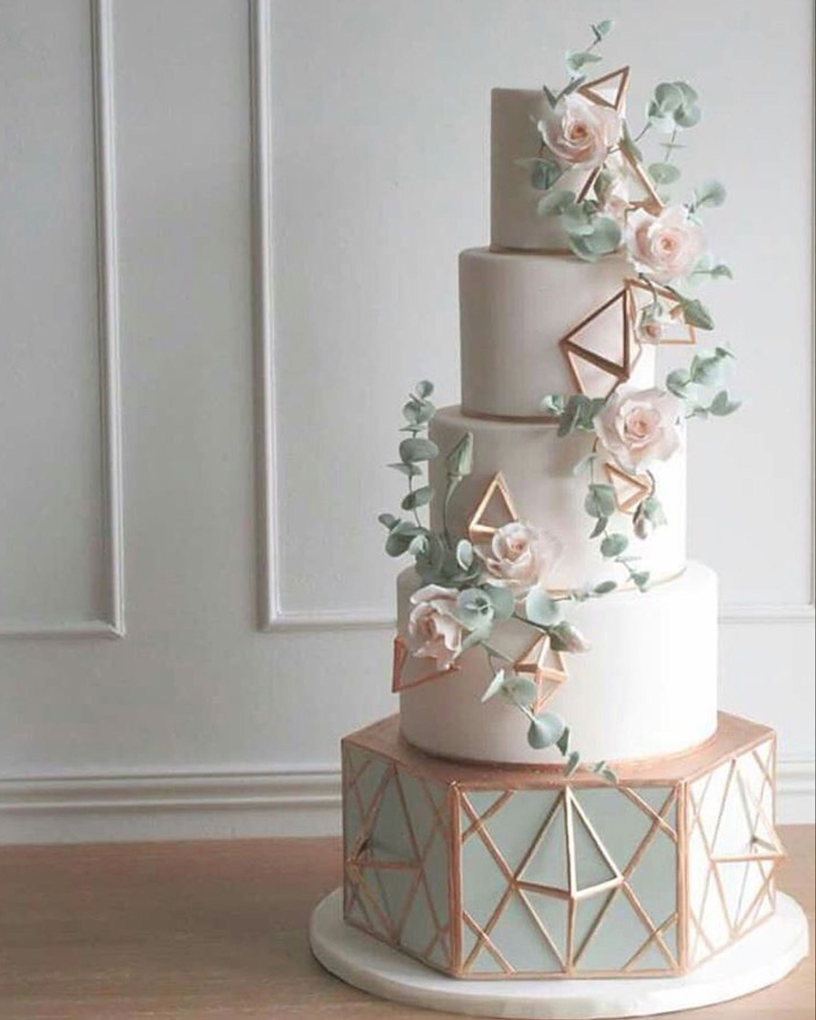 Wedding Cakes Inspired By China Patterns: We Love This Geometric Cake, It's So On Trend!