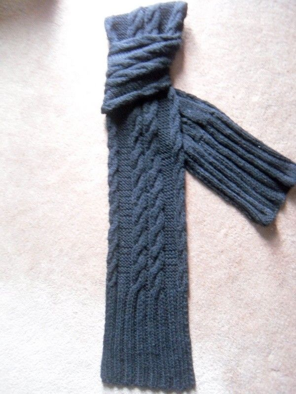 PHOTO IDEAS- laid out with a twist. $40 20% wool, 80% acrylic.   Men's scarf, handknitted, black, cable knit