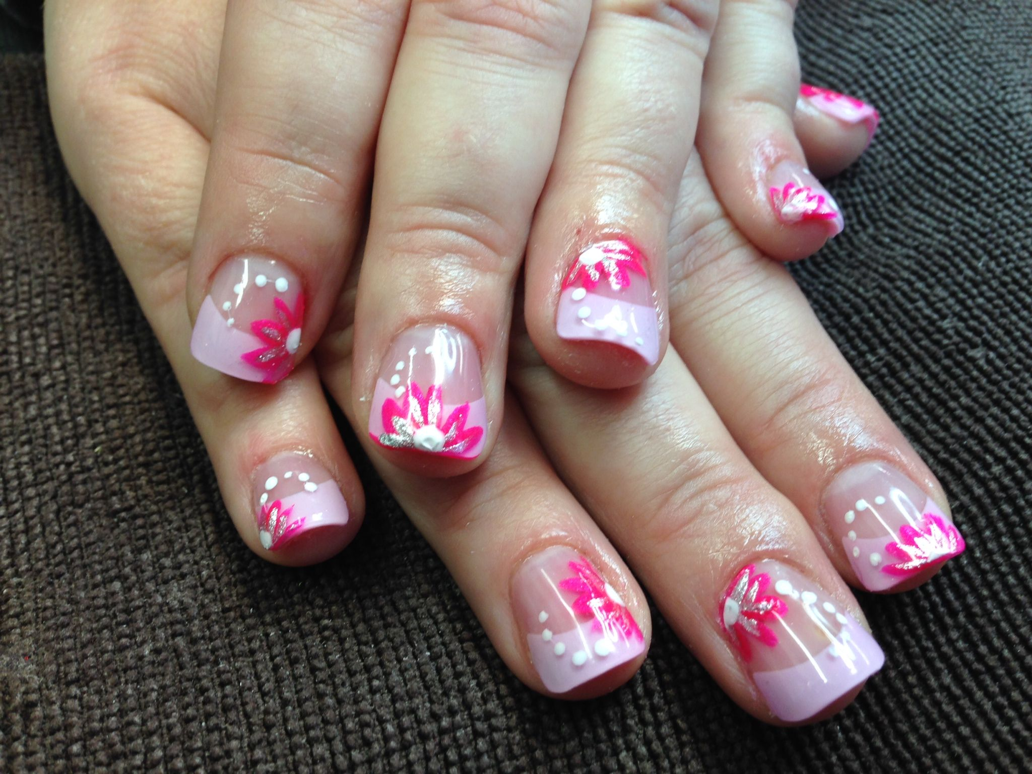 Pink Daisy ~ nails by Veeah | Veeah\'s World | Pinterest | Daisy nails