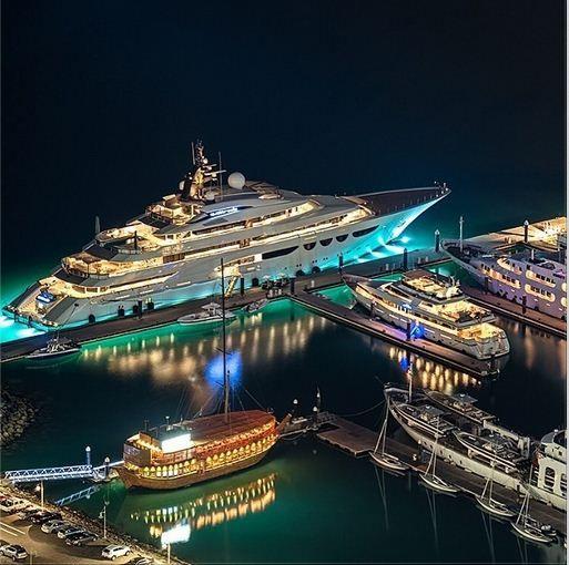 Luxury megayacht in dubai marina for Luxury hotels in dubai marina