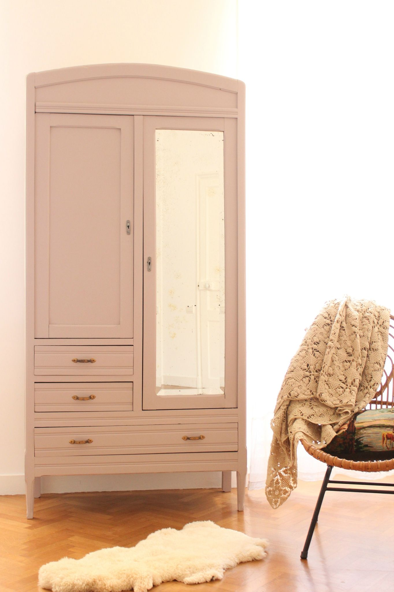 ARMOIRE ENFANT AU MIROIR - TRENDY LITTLE® | Painted furniture ...