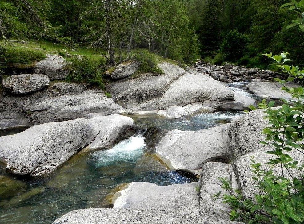 Depuis Colmars-les-Alpes, une piste monte au pont de la Serre, ( Alpes-de-Haute-Provence) ~ les eaux turquoises du torrent de la Lance ainsi que ses superbes vasques.