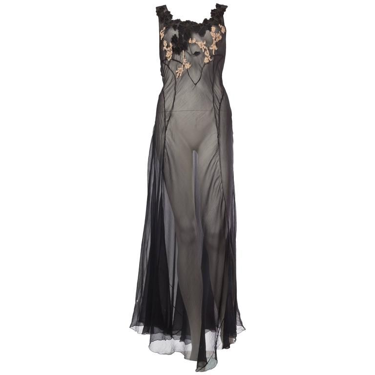 27a4d4f04e6 Very Fine Backless Negligee in Sheer Silk and Lace from the 1930s For Sale
