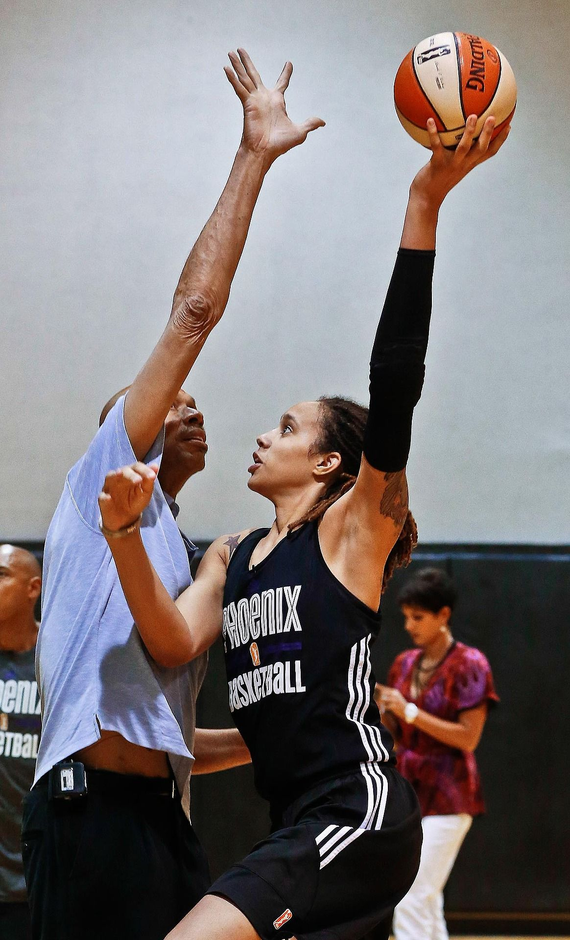 Sporting News Archive Sky Hook In The First Image Phoenix Mercury Sports Brittney Griner Sports News