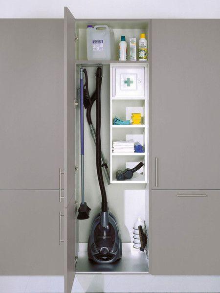 Ejemplo de armario escobero el sitio de la escoba y la - Cocina armario ikea ...