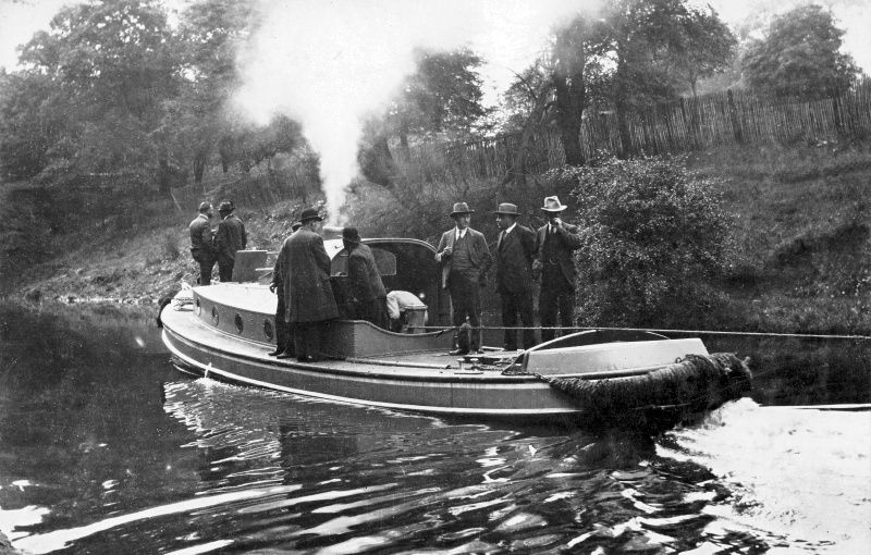 The tug Brent ― built by Bushell Brothers at Tring in 1928 ― undergoing trails on the Regent's Canal hauling three 90-ton barges. Photos courtesy of Miss Catherine Bushell.