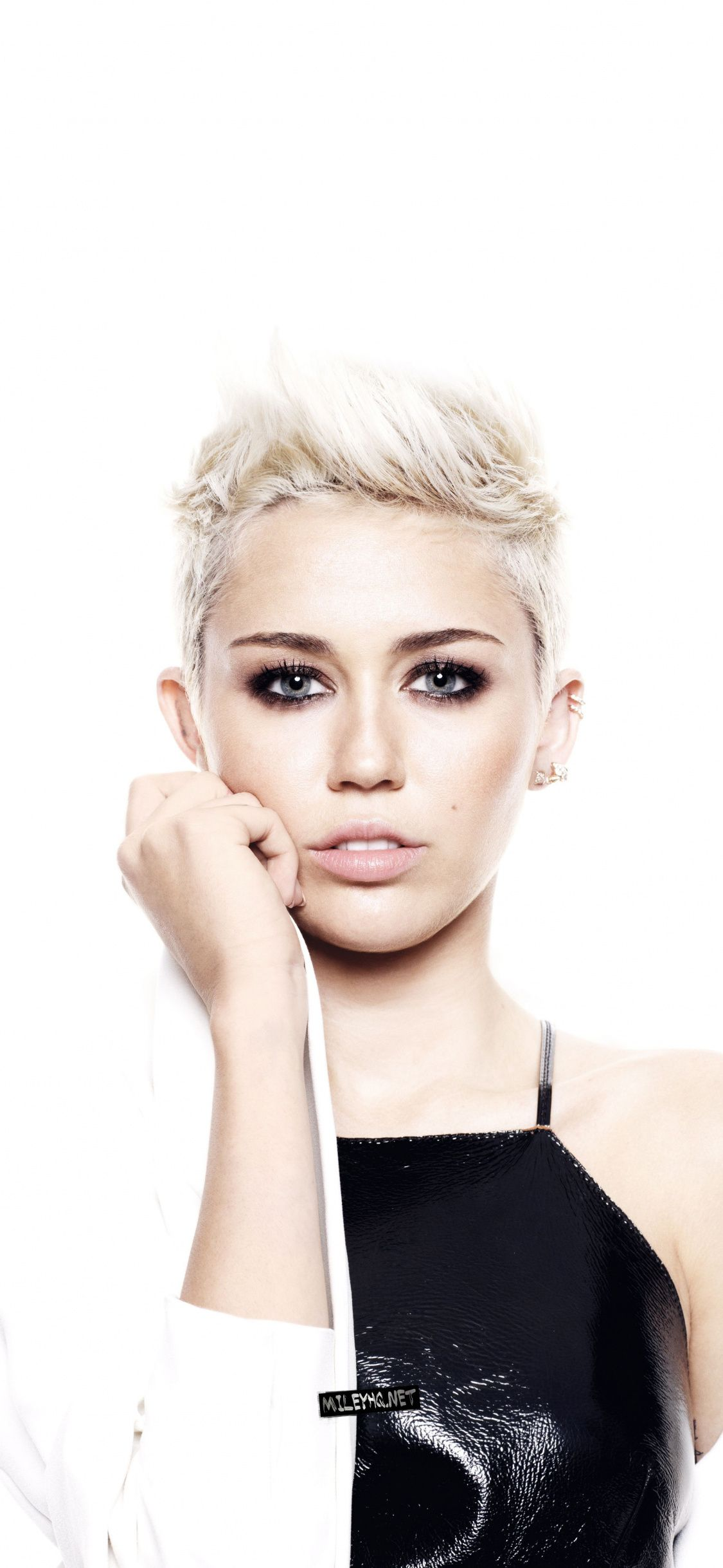 Miley Cyrus Short Hair 2018 1125x2436 Wallpaper Short Hair S