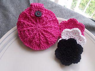 Diva Stitches Crochet Blog: Face Scrubbies and Storage Pouch Tutotial (Gift Idea)  Prøve å ordne veske med blomstene