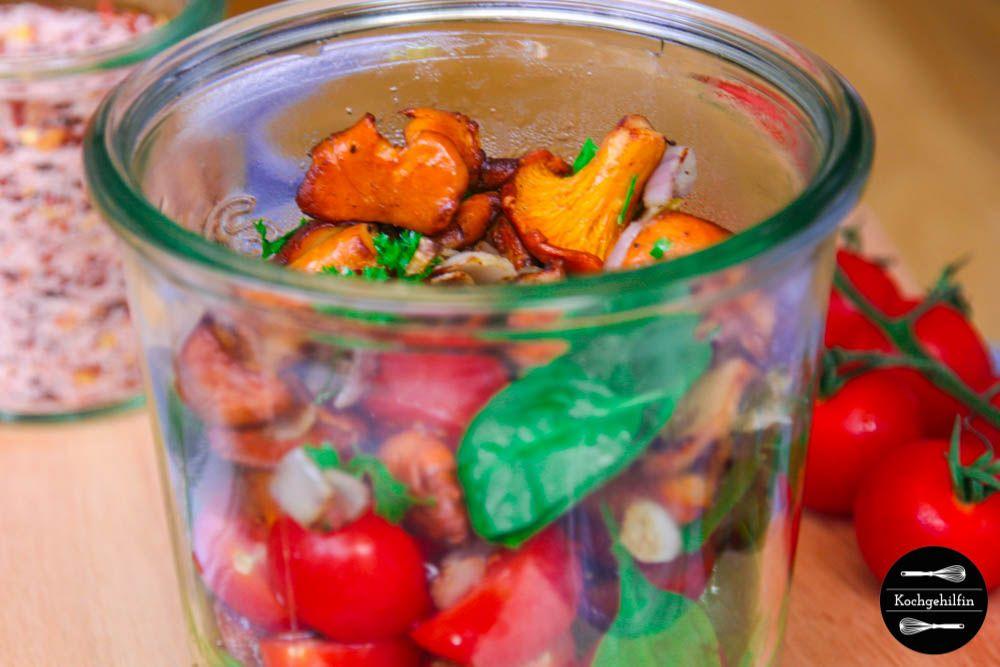 Gesunde Mittagspause: Spinatsalat mit frischen Pfifferlingen