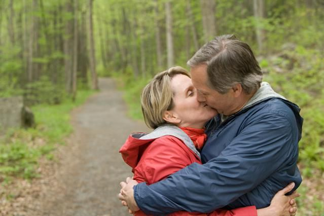 What makes people love unconditionally? How does one give love without expecting any in return? Here are 10 unconditional love quotes that will clear your doubts.