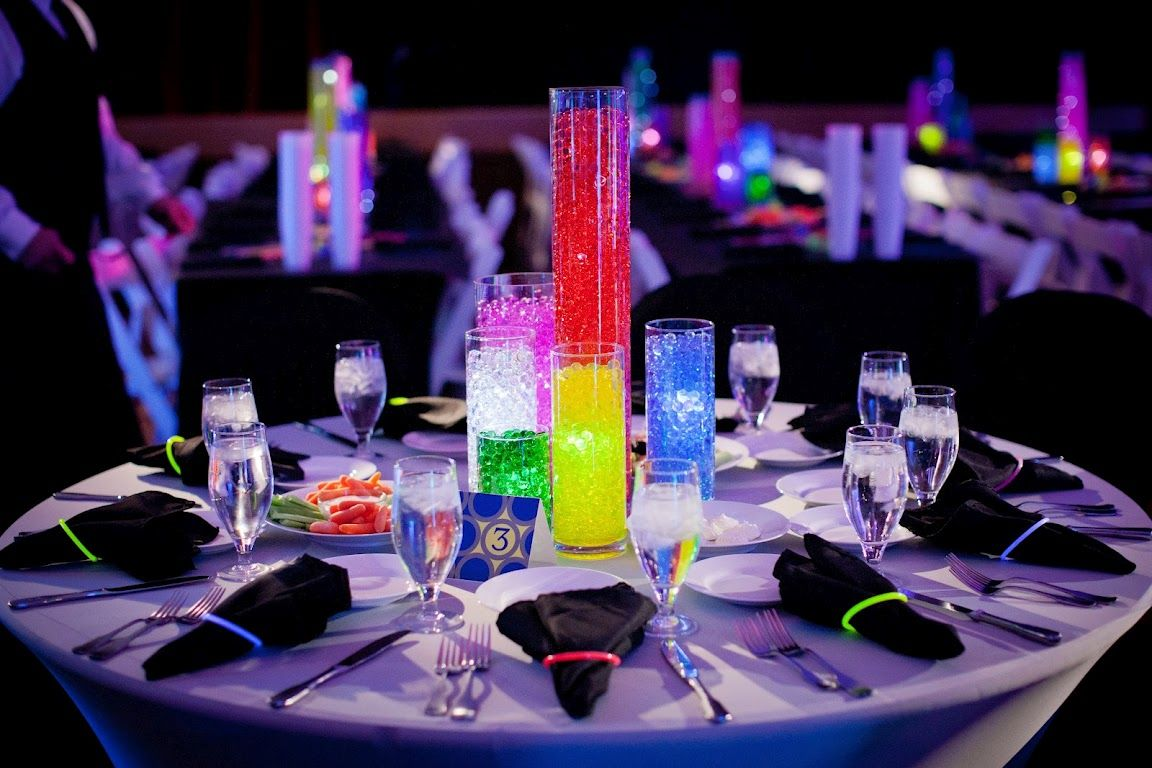 Table Settings Centerpieces I Like The Glow In The Dark Bracelet Around The Dinner Napkin Glow In Dark Party Bar Mitzvah Themes Mitzvah Centerpieces