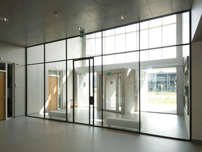 Filigrane Stahlfenster und -türen - Glas - News Produkte - wohnzimmer mit glaswnde