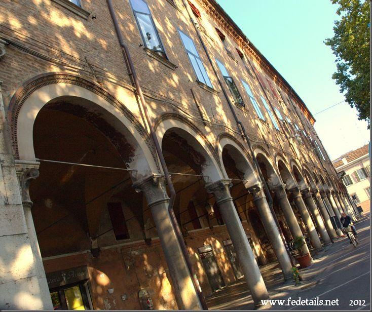 Palazzo Strozzi - Bevilacqua ( portici 2 ), Ferrara, Emilia Romagna, italia - Palazzo Strozzi - Bevilacqua ( arcades 2 ), Ferrara, Emilia Romagna, Italy - Property and Copyrights of www.fedetails.net