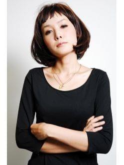 ボブ ショートヘアで魅せる 安田成美さんのキュートな髪型まとめ の