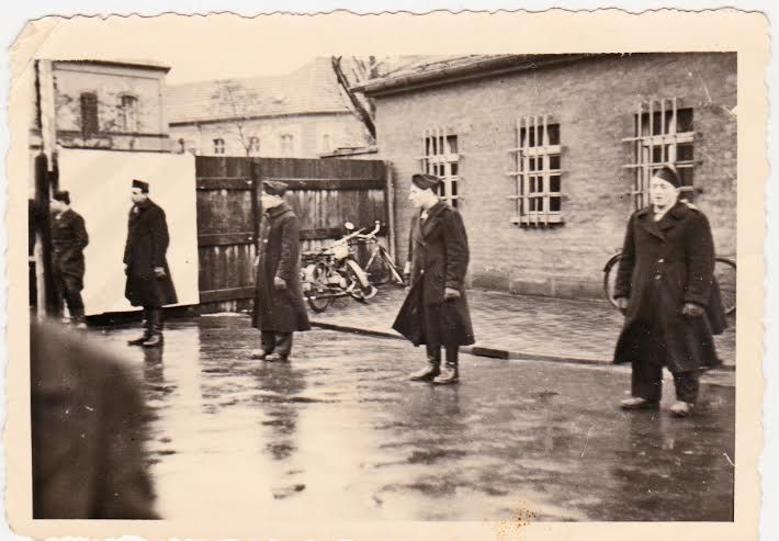 מחנה במברג