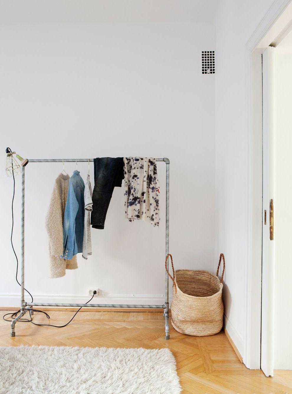Simple white apartment - via Coco Lapine Design
