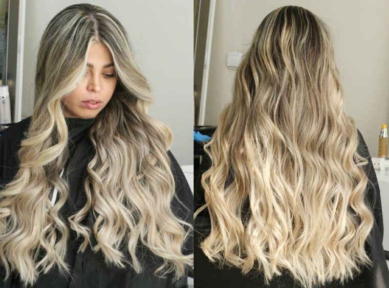 Acconciatura ragazza giovane con i capelli lunghi di colore biondo sulle  lunghezze be198334313e