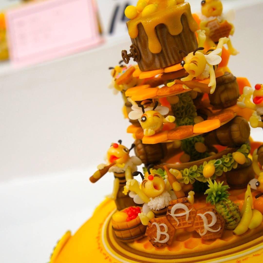 "65 Likes, 11 Comments - 松尾 祐貴 (@yuuki.matsuo) on Instagram: ""japancakeshow銅賞作品 #marzipan #マジパン細工 #マジパン#デコレーション #miel #massepain #miniature #bonbons #abeille…"""