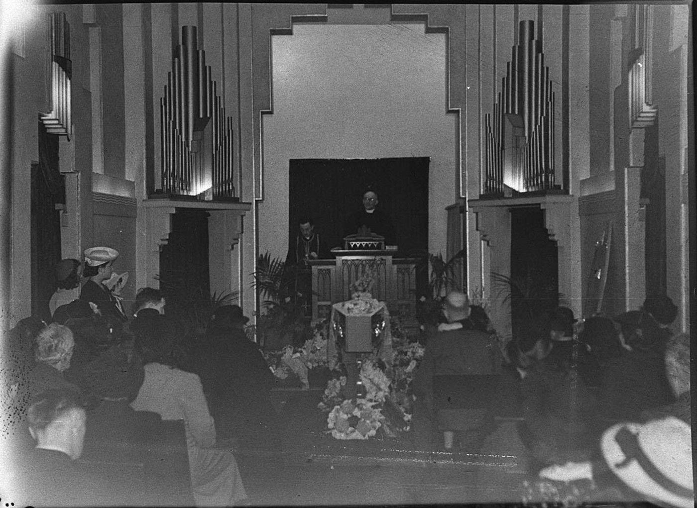 Art Deco interior Kinsela funeral chapel | Deco Down Under