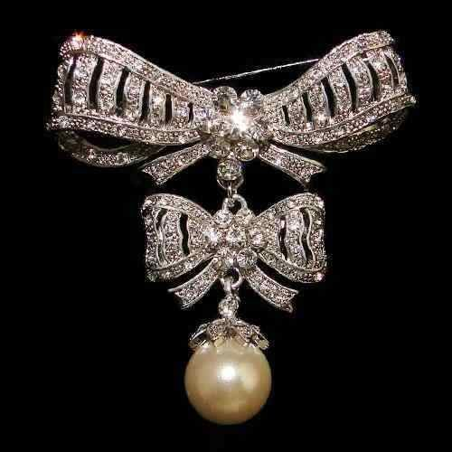 8305115661b2 Broches De Perlas Coleccion Reina Maria Antonieta De Francia Broche De  Diamantes