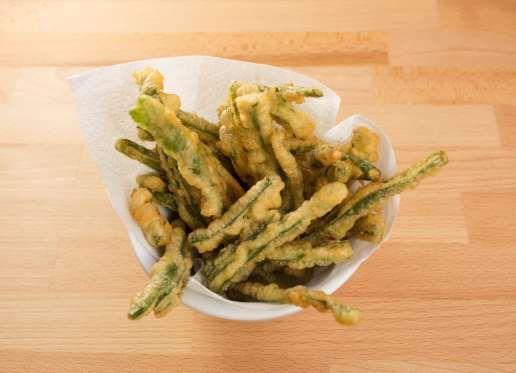 Connaissez-vous les haricots verts frits ? Essayez c'est vraiment original ! Mélangez de la farine d... - 750 grammes