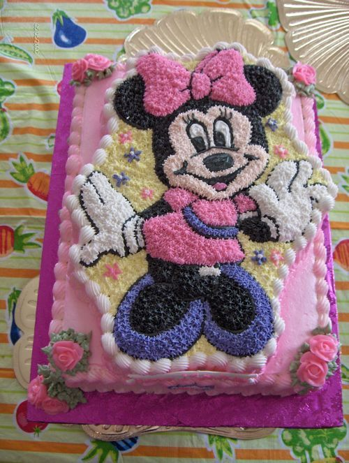 Minnie Mouse on top of an 11 x 15 slab - Cake for a little girls first birthday.She was having quite a few people so I put Minnie ontop of an 11 x15 slab.