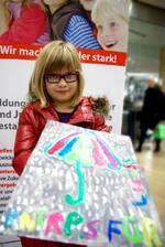 Und so war es heute zum ersten Mal soweit: Kinder machten Kunst in der besonderen Atmosphäre des Designkaufhauses in Düsseldorf.