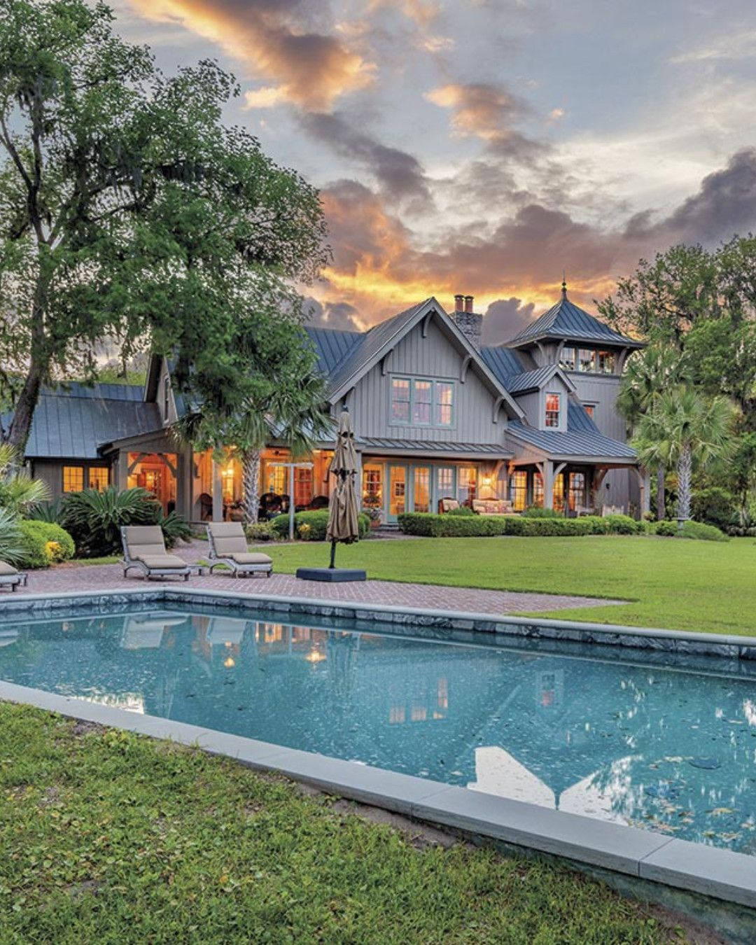 Incredible Custom Family Compound On Johns Island Listed By Akers Ellis Real Estate Lu In 2020 Luxury Homes House And Home Magazine South Carolina Real Estate