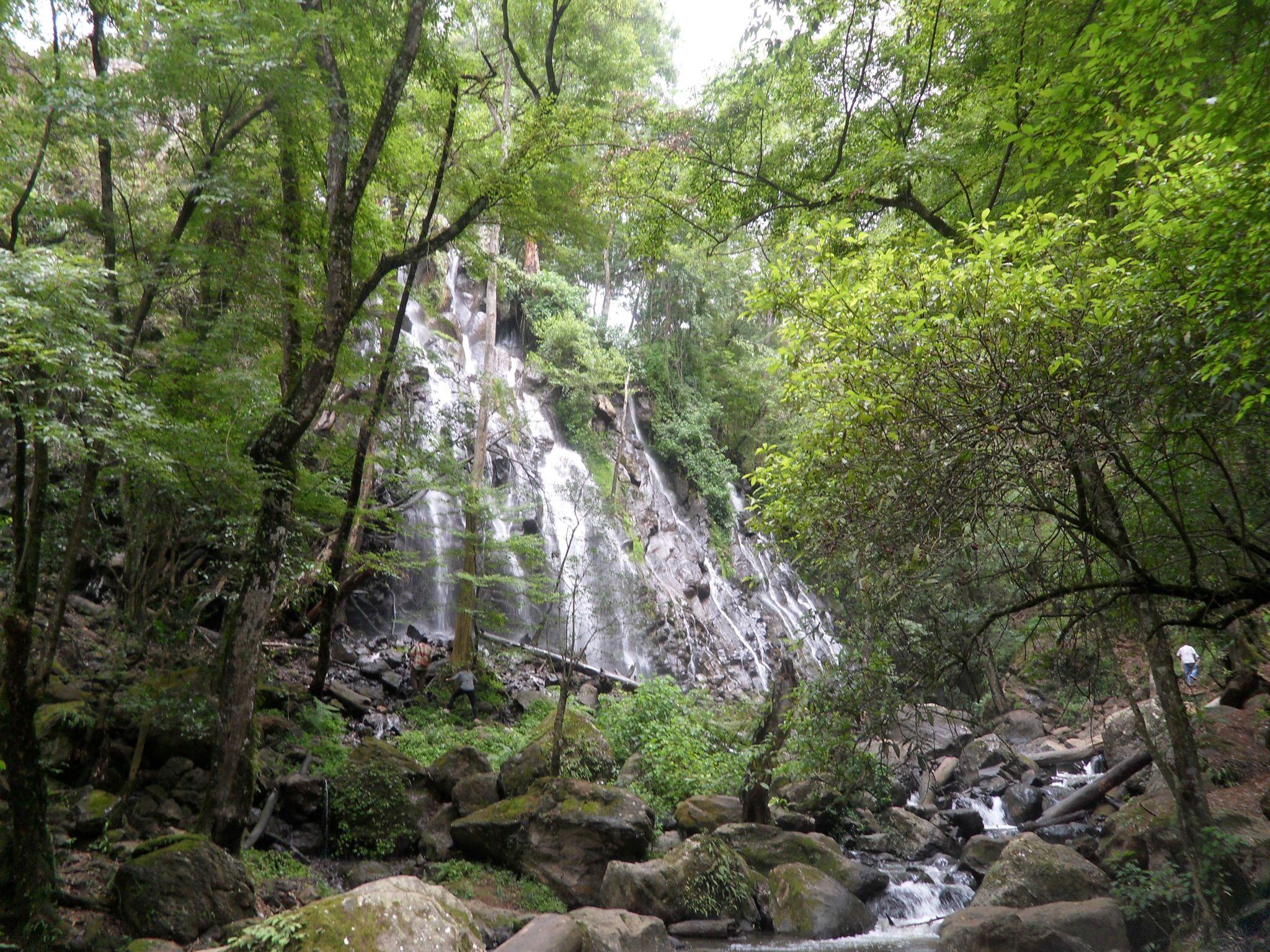 Hermosas cascadas en Valle de Bravo,  México