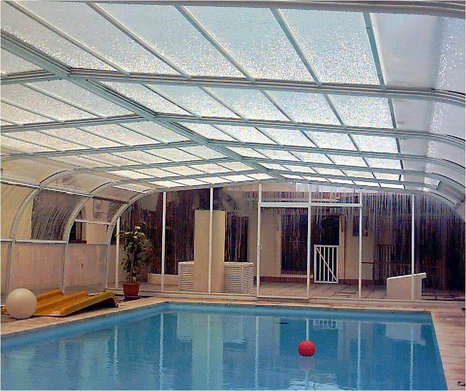 Una propuesta de trabajo con autistas utilizando actividades en piscina. Los Autistas severos están aislados e...