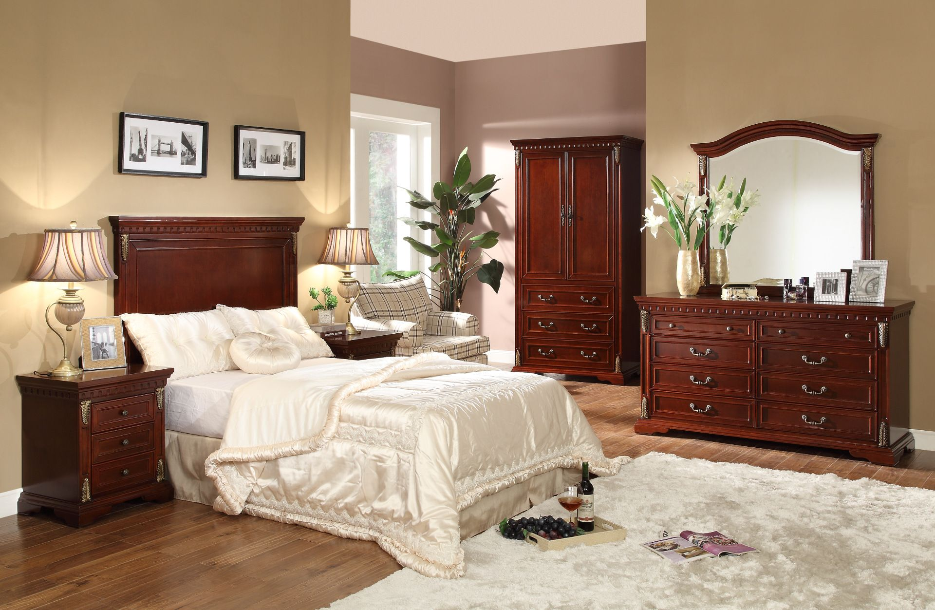 Take a bow, for this traditional bedroom set definitely