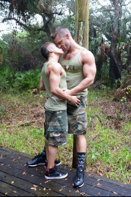 Sexy men kissing #9