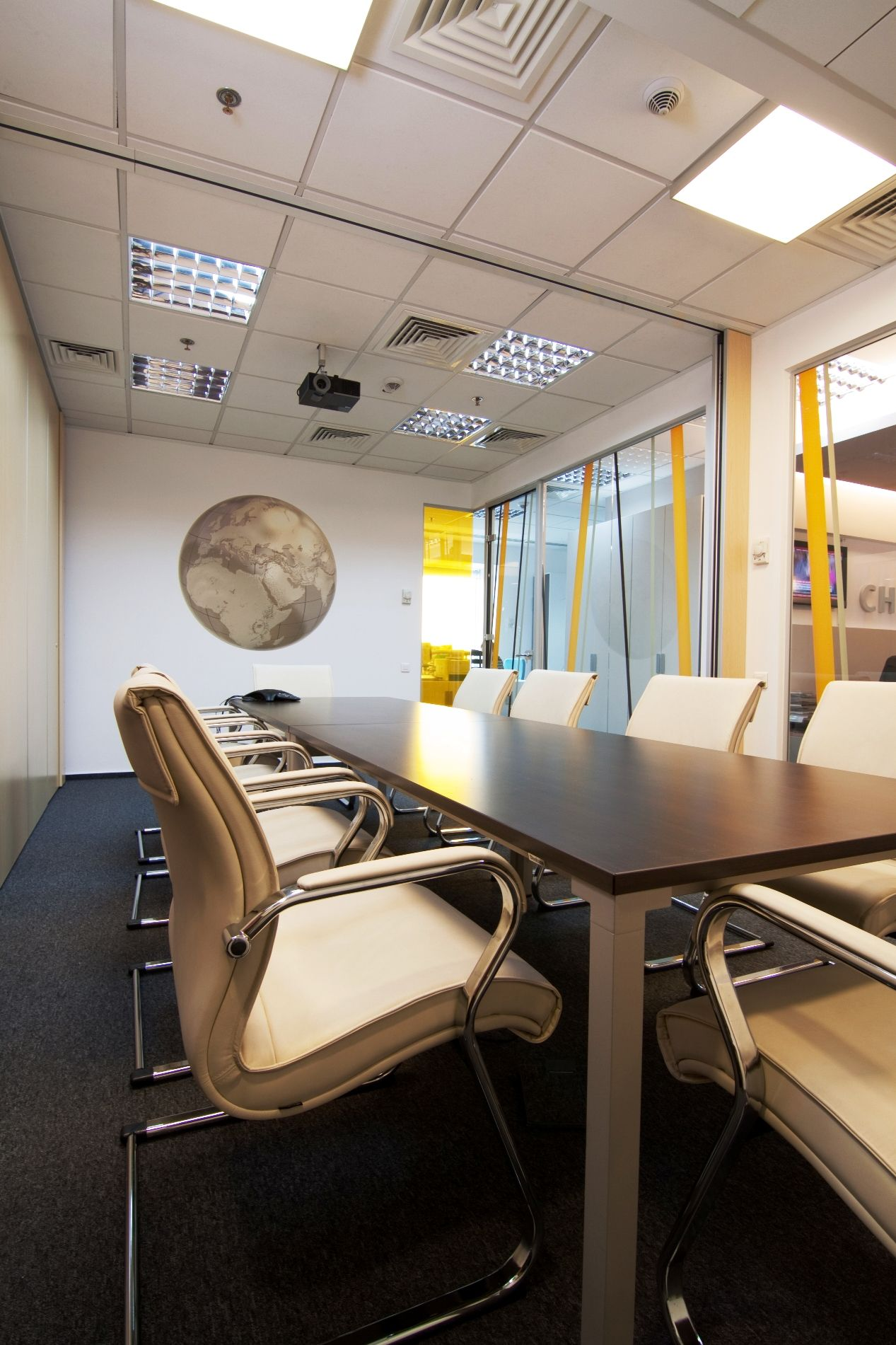 Conference Room Interior Design: Chartis Meeting Room #office #interior #design