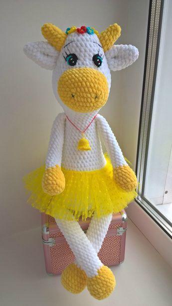 PDF Коровка Майя. Бесплатный мастер-класс, схема и описание для вязания плюшевой игрушки амигуруми крючком. Вяжем зефирные игрушки своими руками! FREE amigurumi pattern. #амигуруми #amigurumi #схема #описание #мк #pattern #вязание #crochet #knitting #toy #handmade #поделки #pdf #рукоделие #корова #коровка #cow #bull #бык #бычок #плюшевый #зефирный #plush #handmadetoys