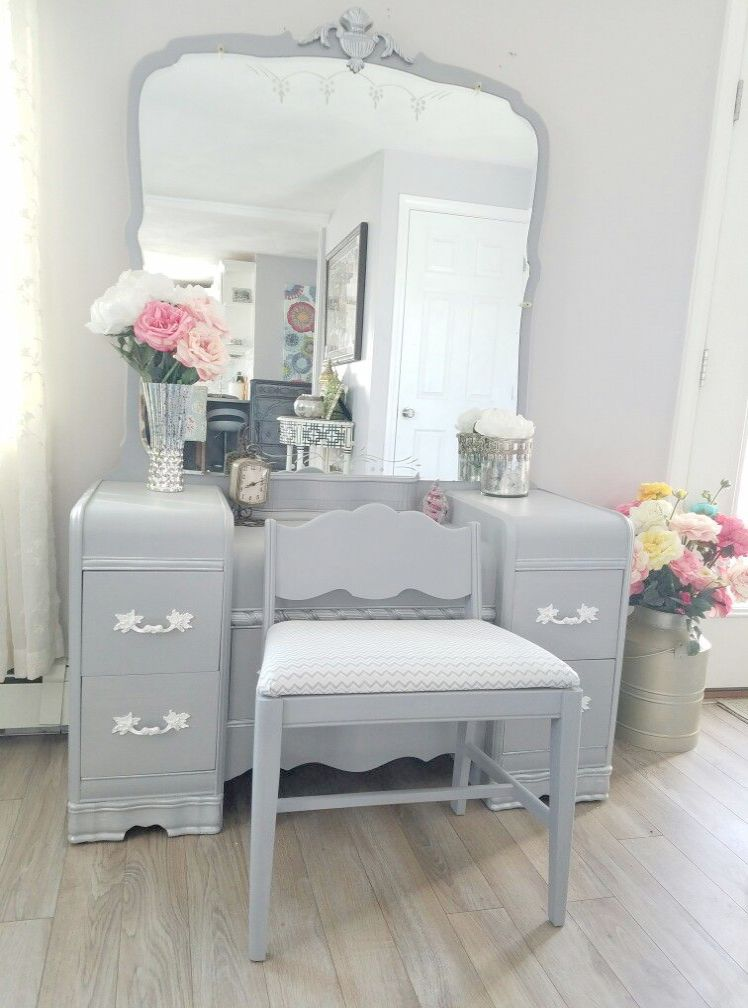 Small Makeup Vanity Ideas because Makeup Looks Gold it is ...