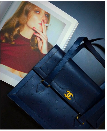 Vintage Chanel CC black handbag~ www.hedyjp.com