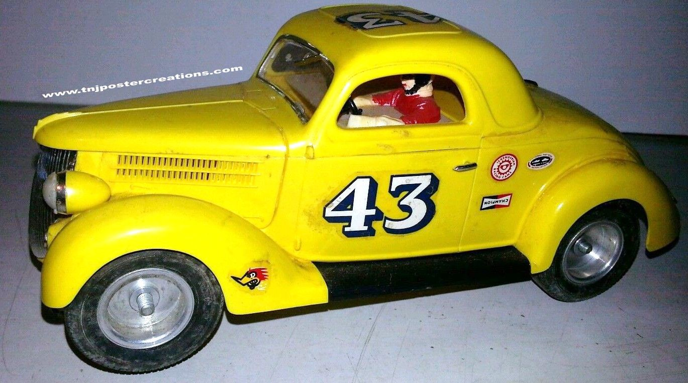 This Monogram 1936 Ford coupe is very much like the slot cars I used ...