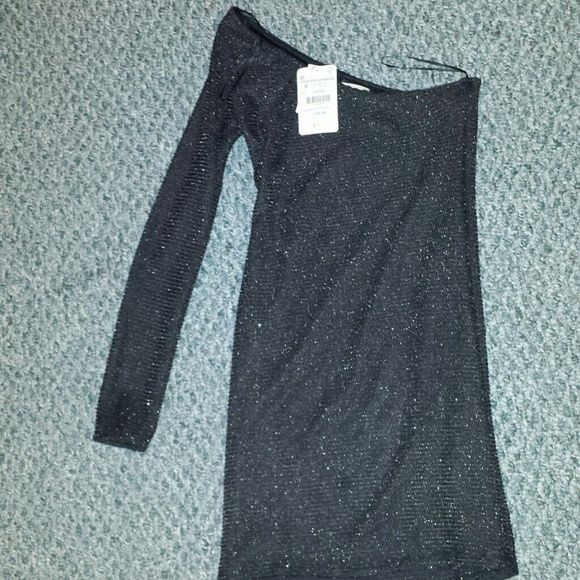 Zara party dress Perfect for a party, one sleeve Zara Dresses