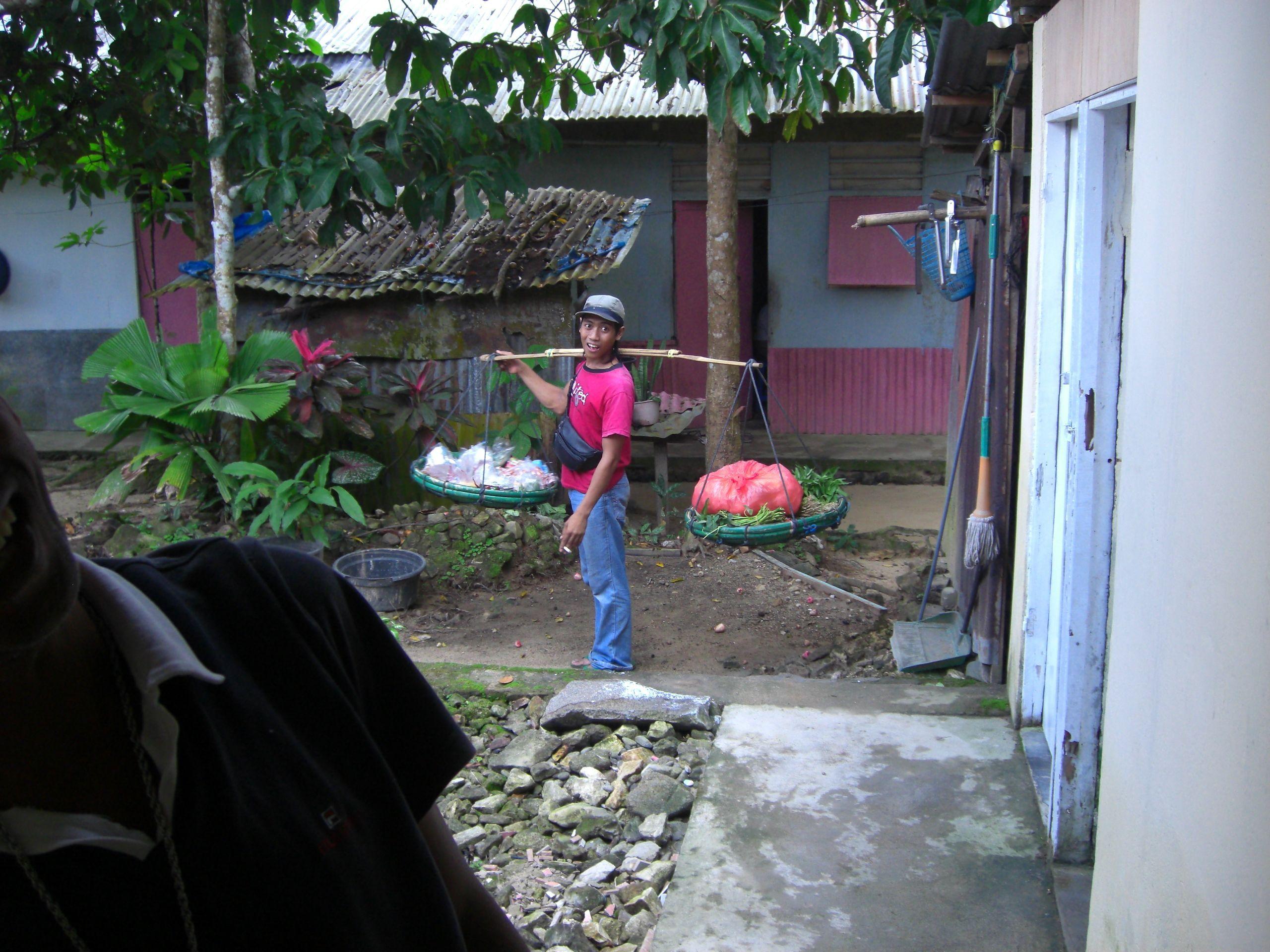 Pakaian Adat Rumah Adat Maluku Utara