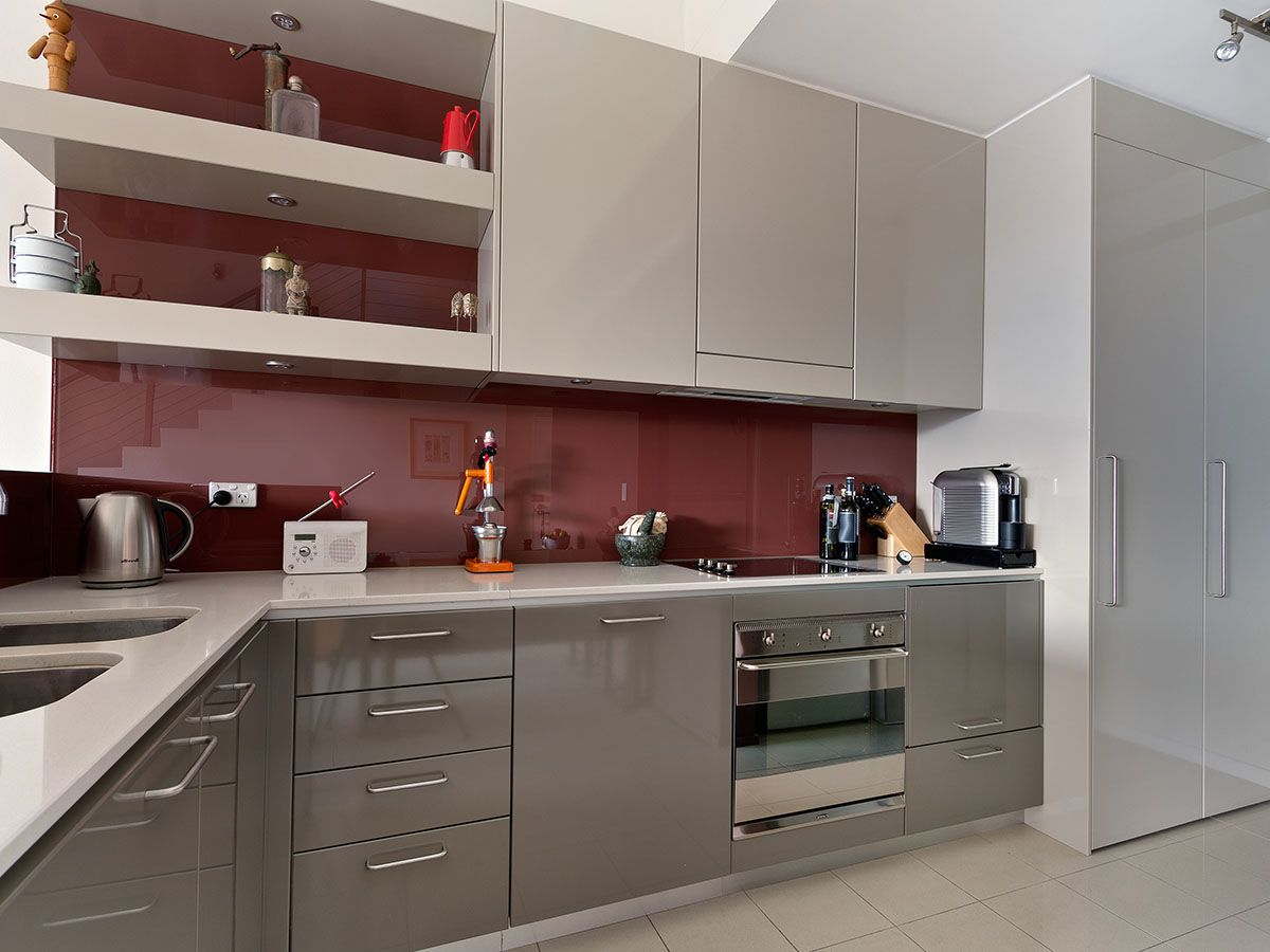 Mudgeeraba Kitchen: Grey Polyurethane Cabinets, Burgundy Glass Splashback
