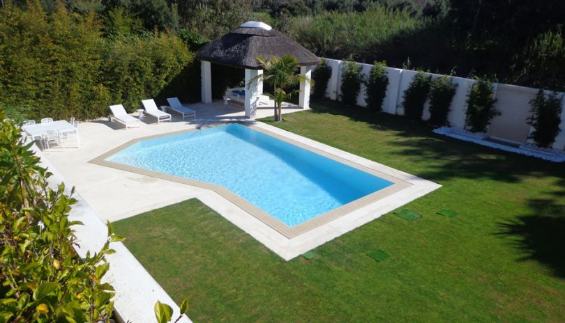 Love lounging around the pool? We have some lovely holiday homes with swimming pools on Holiday Noticeboard.   This is just one in Marbella, have a look for yourself.