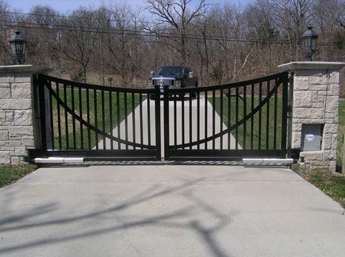 Black Iron Gate Over Driveway Macsfence Com Driveway Gate Farm Gate Wrought Iron Driveway Gates
