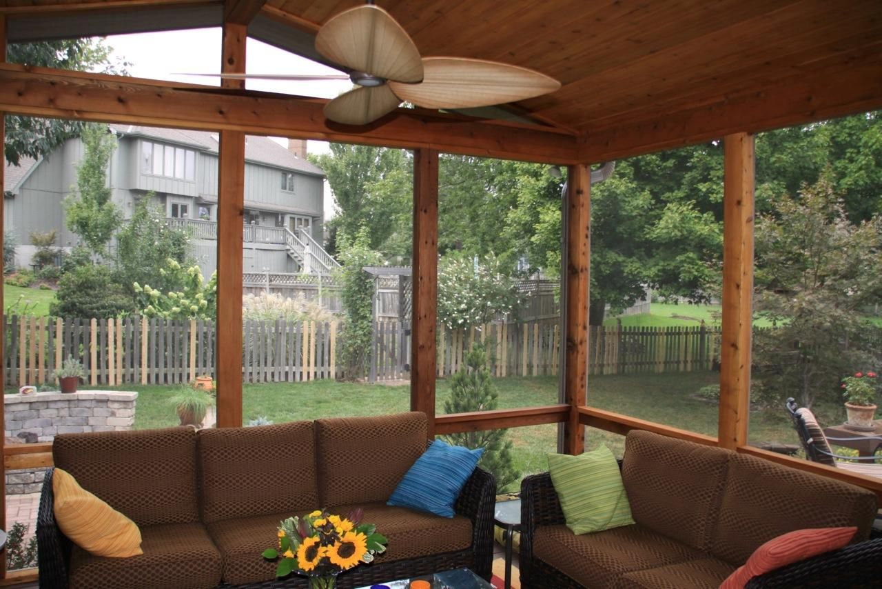 Decorating a screened in porch leawood ks screened for Outdoor porches and patios