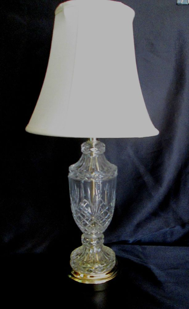 CLEAR CUT GLASS TABLE LAMP With SHADE   Pretty Diamond Pattern With Gold  Trim $37.99
