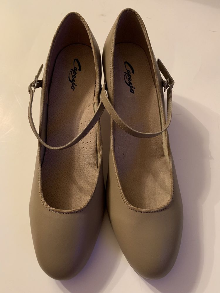Capezio 3686 Adult Size 9.5 Medium Fits Size 9 Tan U-Shell Buckle Tap Shoes