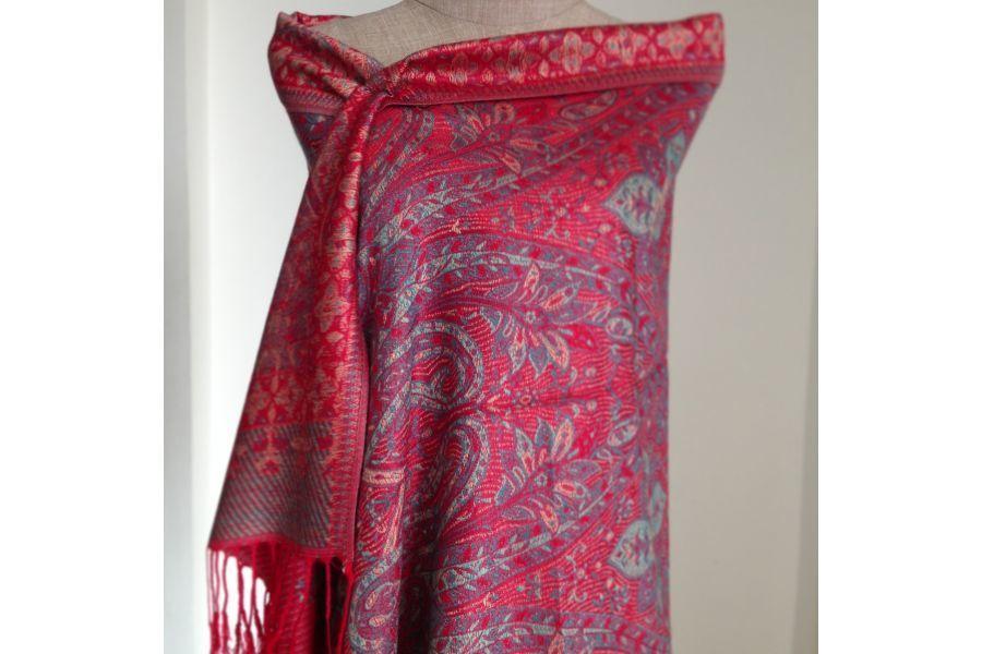 542e97590c7f Pashmina Tibet   Echarpe foulard rouge   Pinterest   Châle pashmina ...