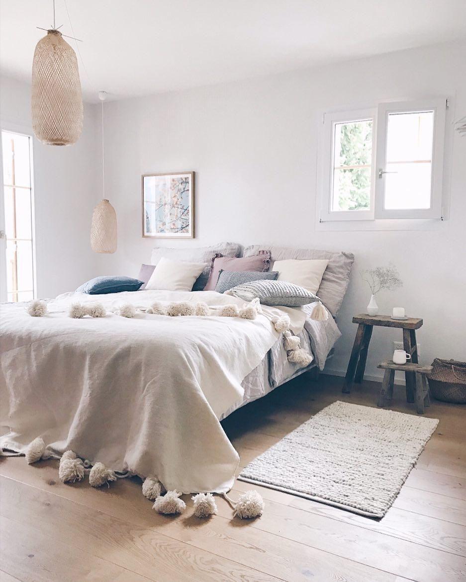 In Diesem Traumhaften Schlafzimmer In Weiss, Grau Und Beige Sind Sanfte  Träume
